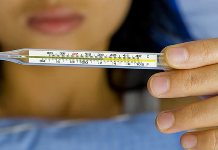 Kiểm tra nhiệt độ cơ thể để uống thuốc hạ suốt kịp thời