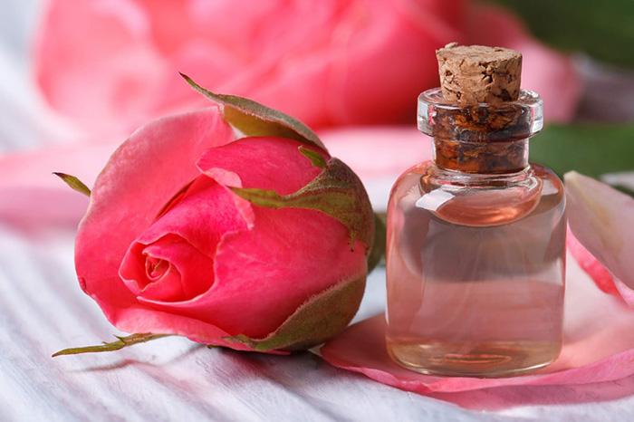 cách trị sẹo thủy đậu bằng tinh dầu hoa hồng