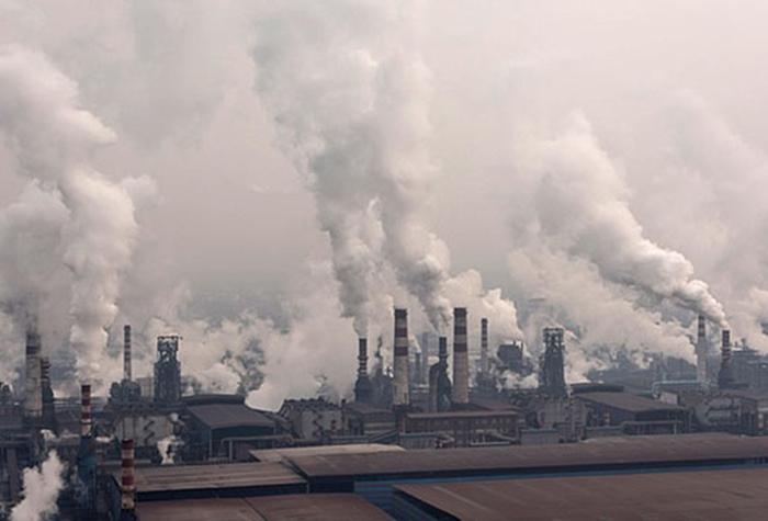 Sản xuất công nghiệp gây ô nhiễm không khí