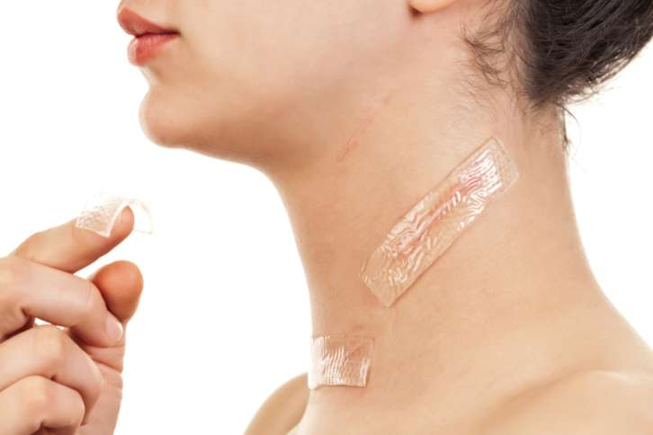 Sử dụng miếng dán trị sẹo Scar Fx theo đúng hướng dẫn sử dụng từ chuyên gia Scar Heal Việt Nam giúp đánh bay sẹo tận gốc