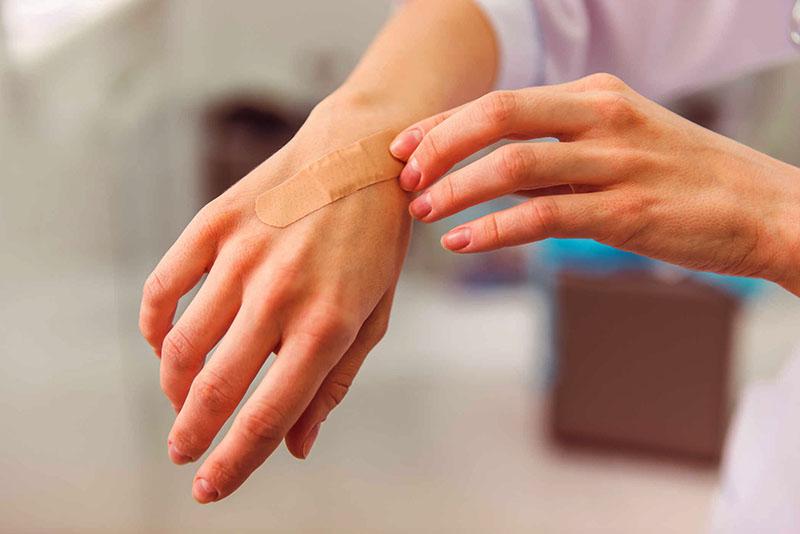 Cách làm vết thương mau lành và giảm thiểu sẹo đơn giản từ nguyên liệu thiên nhiên